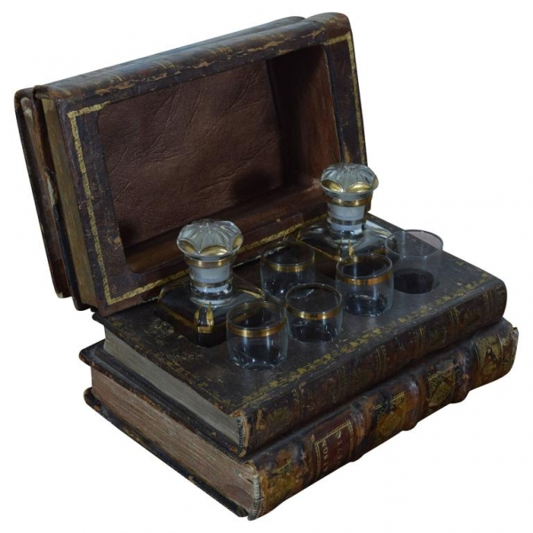 Book-Form Concealed Decanter Set